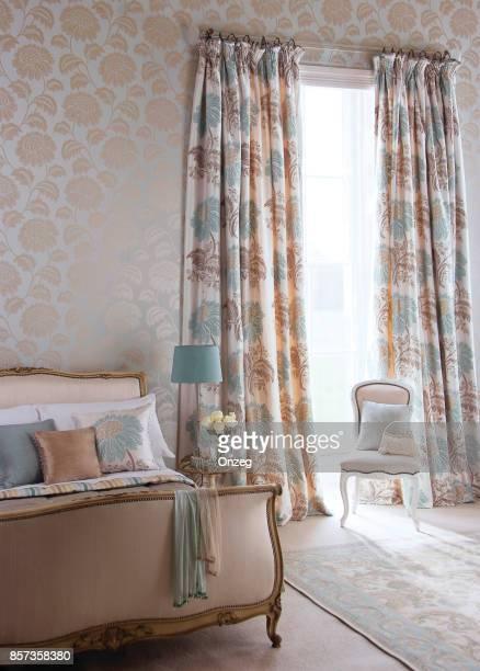 Interieur van een moderne slaapkamer met meubilair