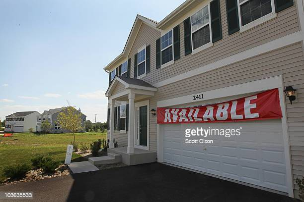 A home is offered for sale by the develper in the Liberty Lakes subdivision on August 25 2010 in Wauconda Illinois The sales of new homes fell 124...