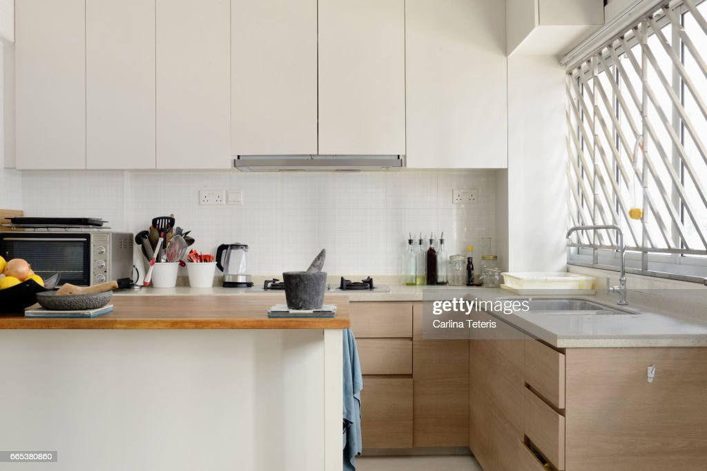Home kitchen with white cabinets and an island : ストックフォト