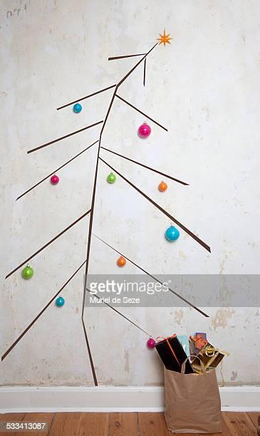 home made  christmas tree - sapin de noel humour photos et images de collection