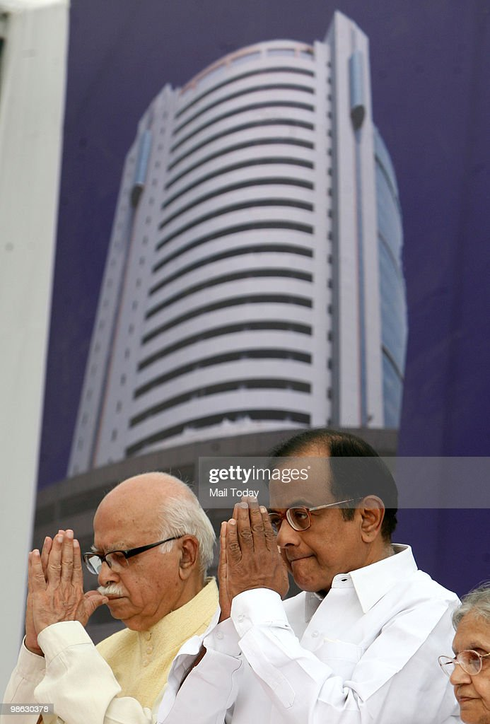 Home minister P Chidambaram with senior BJP leader LK Advani at the inauguration of the Shyama Prasad Mukherjee Civic Centre in New Delhi on April 22, 2010.