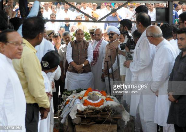Last rites of Balram Das Tandon Governor of Chhattisgarh at Punjab BJP office in Sector 37 before his cremation at the sector 25 cremation ground on...