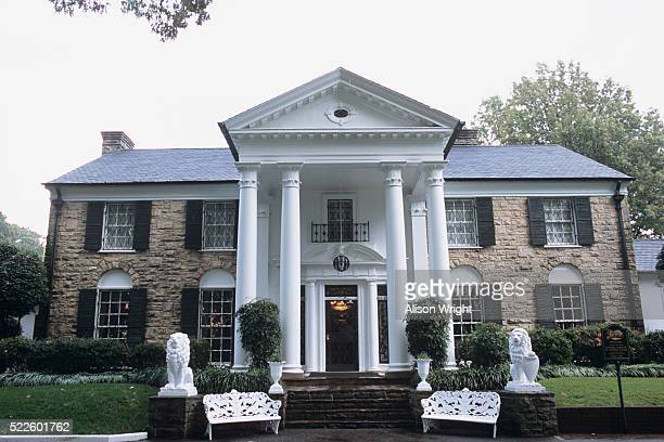 home of elvis presley - graceland stock pictures, royalty-free photos & images