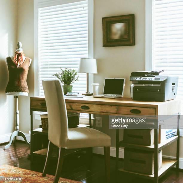 home office - 片付いた部屋 ストックフォトと画像