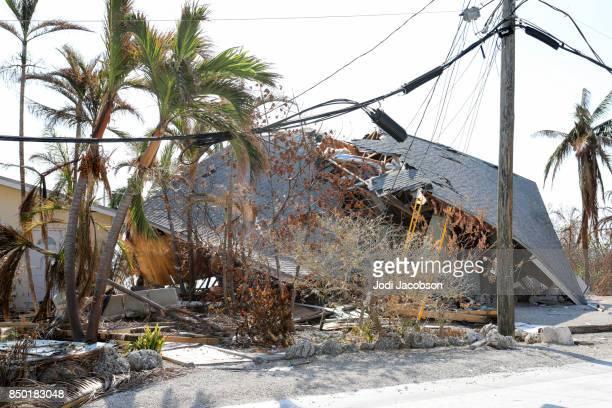 thuis op het strand volledig verwoest door de orkaan irma laadstok sleutel in florida keys - orkaan irma 2017 stockfoto's en -beelden