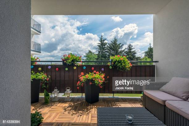 home terrace - ウッドデッキ ストックフォトと画像