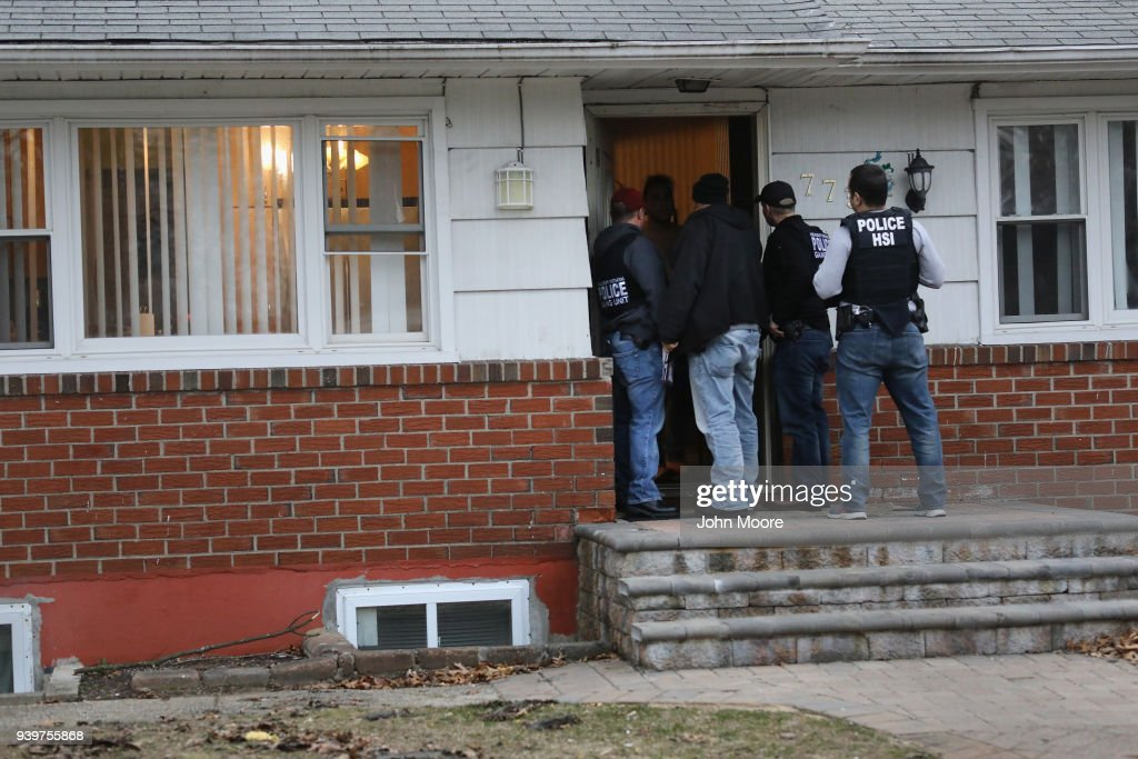 Federal Agents Target Immigrant Gangs On Long Island : News Photo