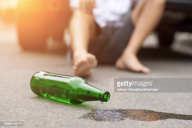 homeless alcoholism drunk man sleeping on the floor - alcoholismo fotografías e imágenes de stock
