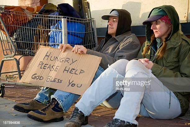 Obdachlos Paar auf einer Straße in der Stadt