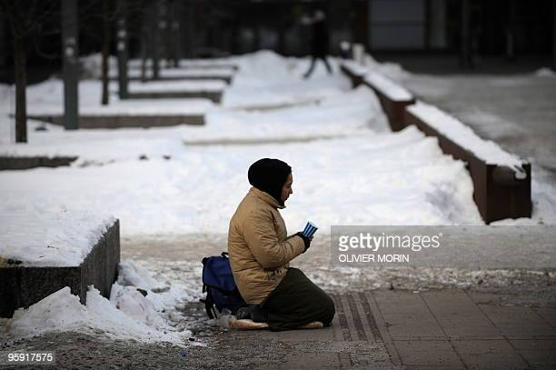 A homeless lady begs for money in the streets of Helsinki by 18°C on January 20 2010 AFP PHOTO/ OLIVIER MORIN