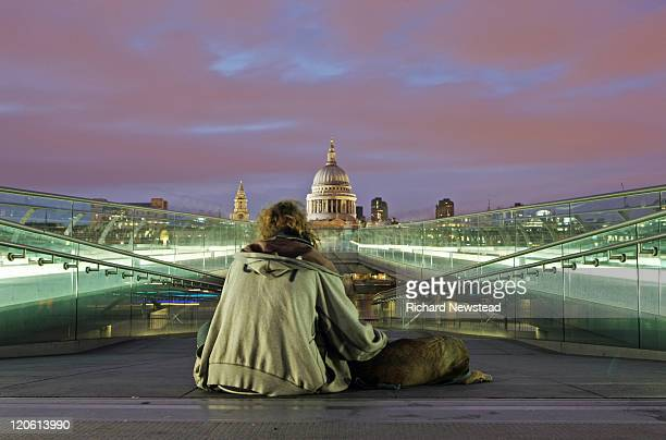 homeless london - homelessness stock pictures, royalty-free photos & images