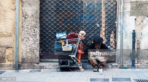 homeless man asking for money at the street - homeless foto e immagini stock