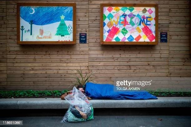 TOPSHOT A homeless man who has been rough sleeping for 8 weeks sleeps in central London on November 8 2019 As record numbers of Britons flock to food...