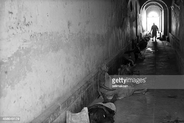 Homeless personas que viven en las calles de la India