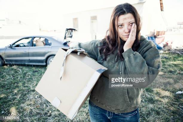 homeless woman living out of a car - armoede stockfoto's en -beelden