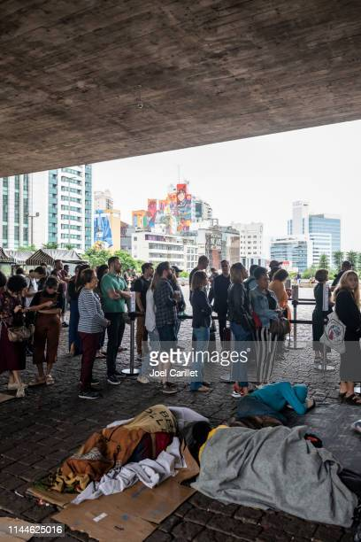 homelessness and museum line in sao paulo, brazil - social inequality stock pictures, royalty-free photos & images