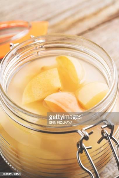 Hausgemachter Apfelessig in aufklappbaren Deckel Glas