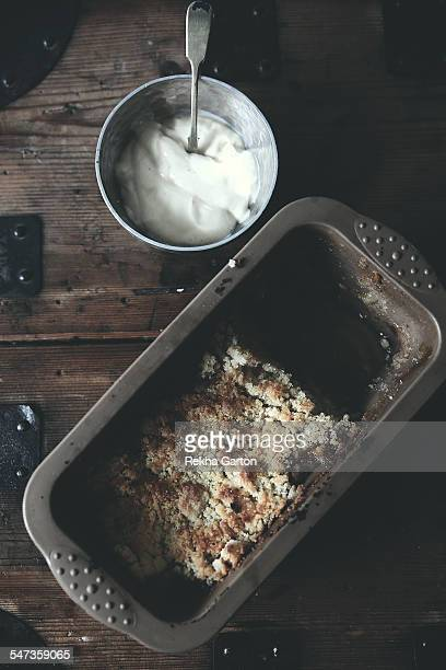 homemade apple crumble and custard - rekha garton stock pictures, royalty-free photos & images