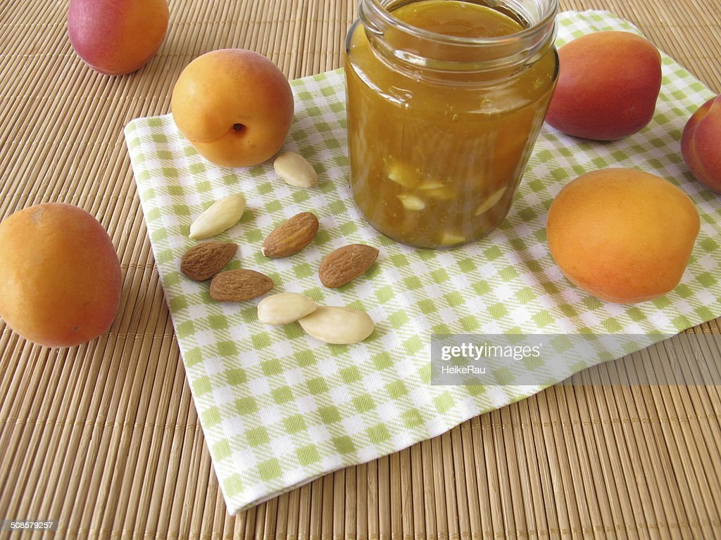 Maison de Confiture d'abricots aux amandes : Photo