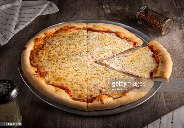 homemade cheese pizza (click for more) - pizza margherita foto e immagini stock