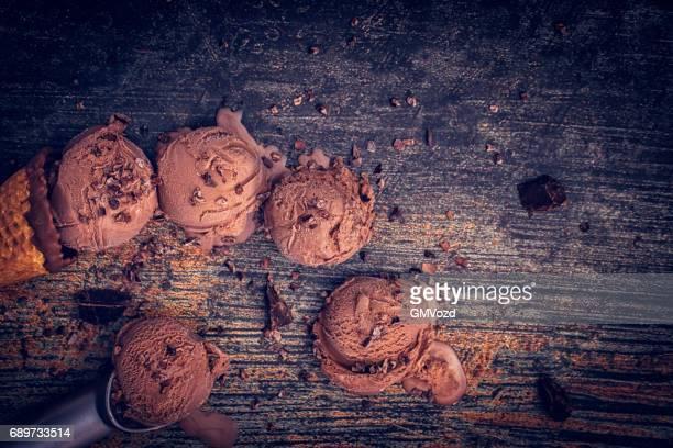 crème glacée au chocolat maison - glace au chocolat photos et images de collection