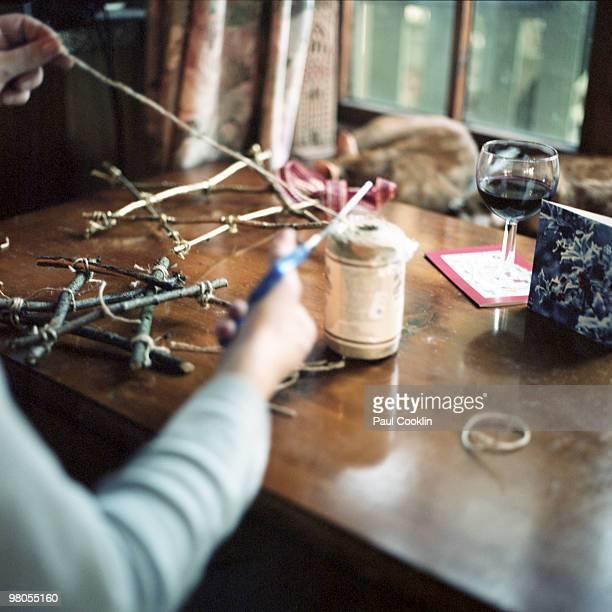 homemade christmas decorations - twijg stockfoto's en -beelden