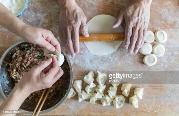 homemade cooking chinese ravioli (huntun yuntun wonton) - preparation stock pictures, royalty-free photos & images