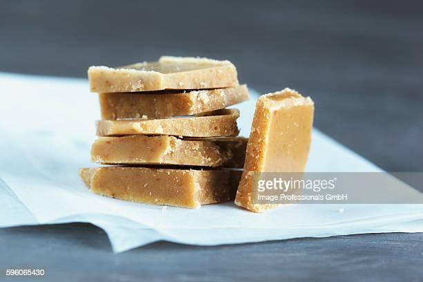homemade cream bonbons made of milk and sugar - caramelo de manteiga comida doce imagens e fotografias de stock