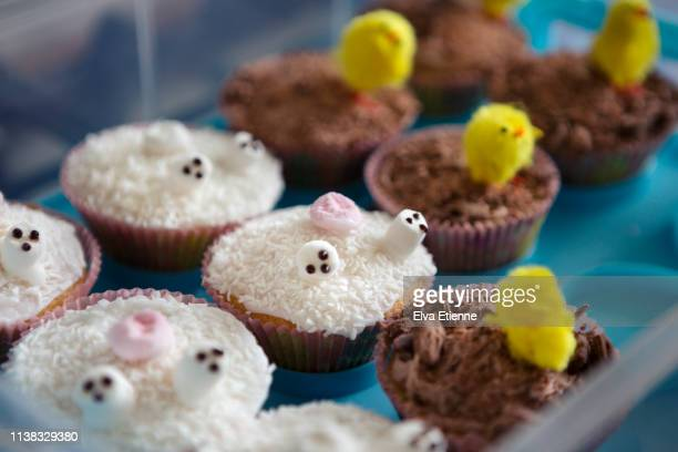 homemade easter cupcakes - national holiday stock pictures, royalty-free photos & images