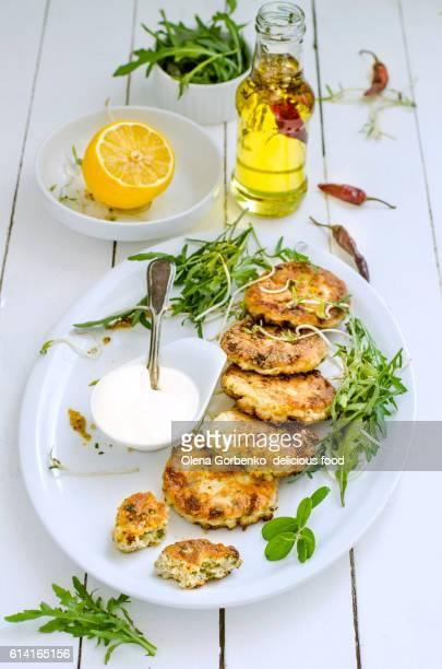 homemade fried fish cutlets.selective focus - côtelette photos et images de collection