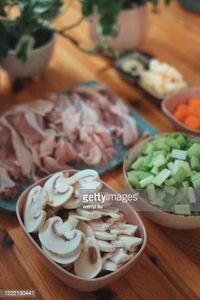 homemade gourmet asian food: preparing curry chicken - yōshoku imagens e fotografias de stock