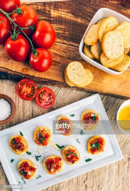 homemade italian bruschetta appetizer - europa meridionale foto e immagini stock