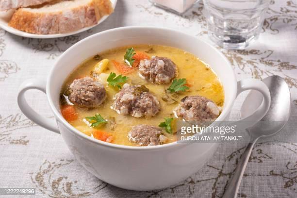 homemade meatball soup - caldo pollo fotografías e imágenes de stock