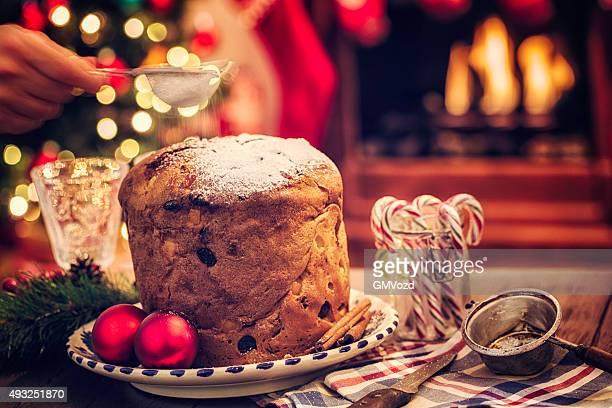 panettone fatti in casa dolce di natale con zucchero a velo - panettone foto e immagini stock