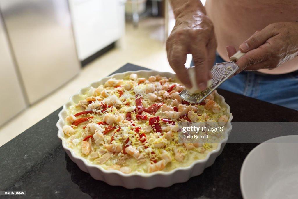 Homemade potato salad ... ensaladilla rusa. : Foto de stock