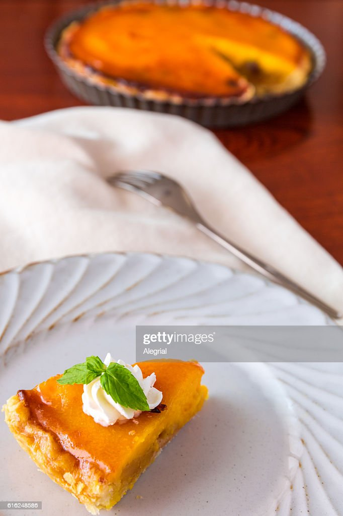 Homemade pumpkin pie : Stock Photo
