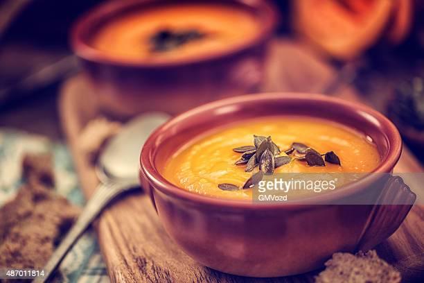 Sopa de calabaza amarilla casera para el otoño días