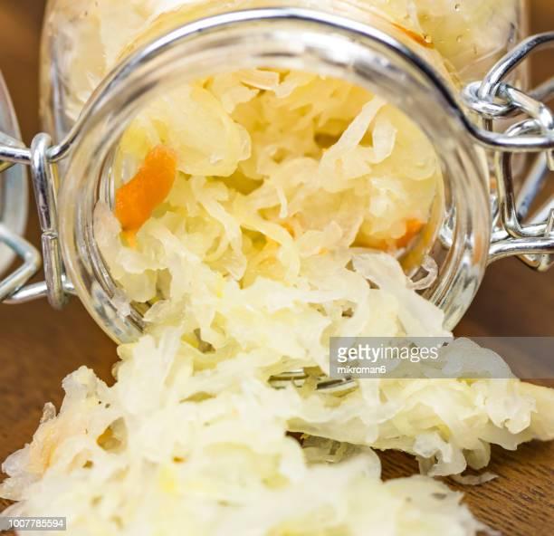 homemade sauerkraut in a jar - zuurkool stockfoto's en -beelden
