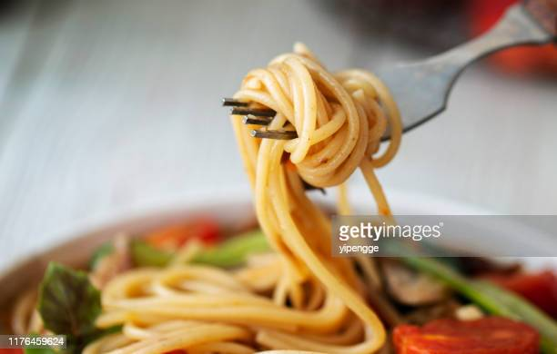 homemade sausage and tomato spaghetti - spaghetti stock pictures, royalty-free photos & images