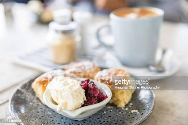 homemade scones with fresh cream & raspberry jam - scone - fotografias e filmes do acervo