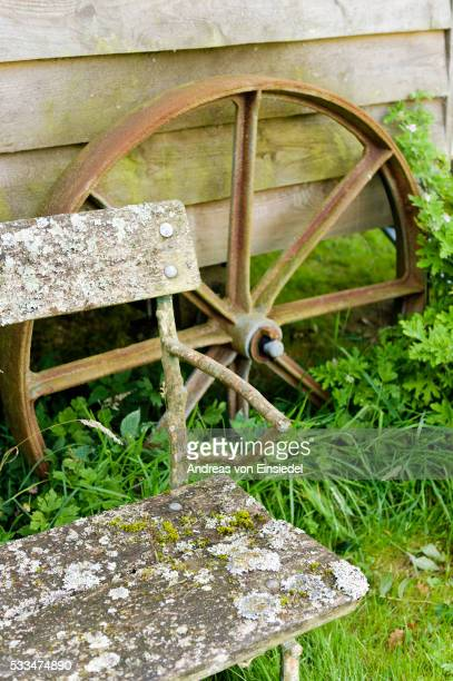 homemade shepherds hut - gypsy caravan stock pictures, royalty-free photos & images