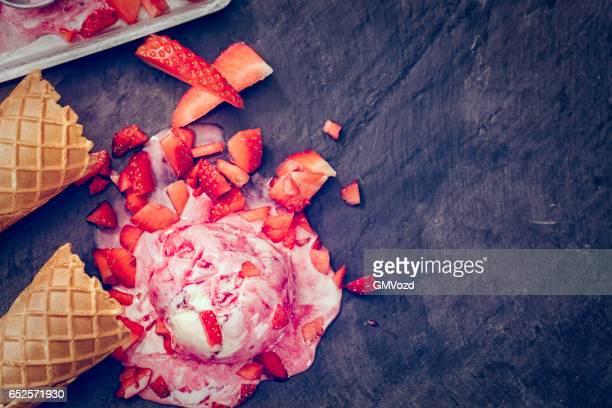 Hausgemachte Erdbeer Eis