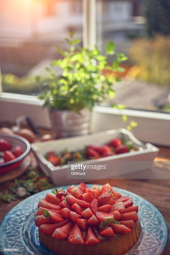 Hausgemachte Erdbeer-Tarte mit Vanillecreme : Stock-Foto