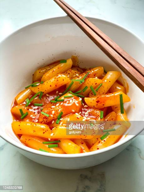homemade tteokbokki or spicy korean rice cake, is one of the most popular korean street foods in korea - korean culture stock pictures, royalty-free photos & images