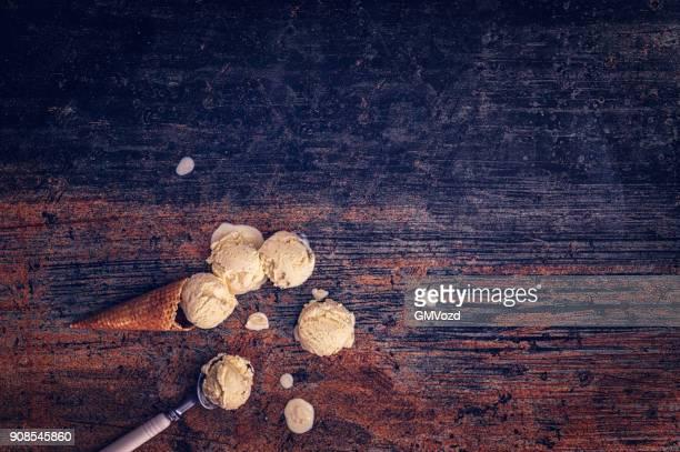 hausgemachte vanille eiscreme - eisbecher stock-fotos und bilder