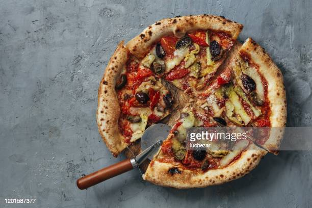 homemade vegan artichoke and olive pizza - vegetarian pizza stock pictures, royalty-free photos & images