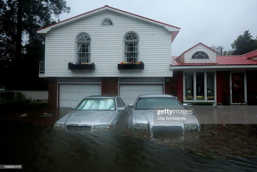 Hurricane Florence Slams Into Coast Of Carolinas : Fotografía de noticias