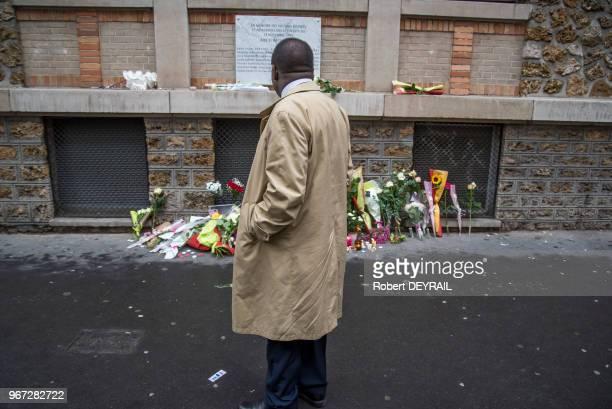 Hommage aux victimes des attentats du 13 novembre 2015, recueillement devant le restaurant La Belle Equipe et la plaque commémorative le 13 novembre...