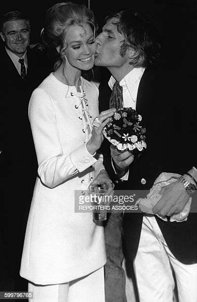 L'homme d'affaire suisse Gunter Sachs avec son épouse Mirja Larsson