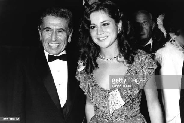 L'homme d'affaire syrien Akram Ojjeh et sa femme Nahed Ojjeh au Bal de la Croix Rouge le 13 août 1979 à MonteCarlo Monaco